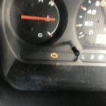 車のエンジン警告灯が点灯!?すぐに売却?それとも修理?