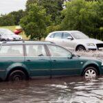 車が冠水・水没したら?!初期対応で気を付けたいこと
